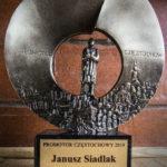 Statuetka dla dyr. Janusza Siadlaka